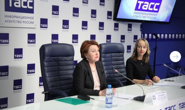 Надежда Болтенко (крайняя слева) провела первую пресс-конференцию на посту детского омбудсмена