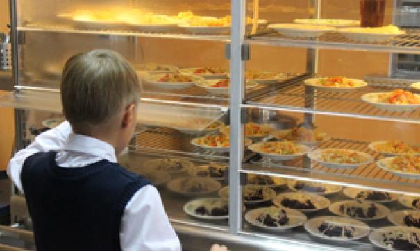 В школьном комбинате питания руководители как-то не приживаются