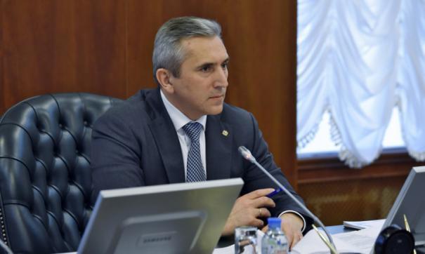 В настоящее время место пресс-секретаря Александра Моора пустует