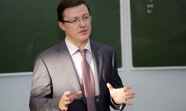 От большинства губернаторов новой волны Дмитрия Азарова отличает наличие политического опыта