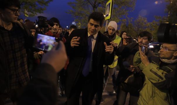 Мэр Екатеринбурга вышел к толпе протестующих