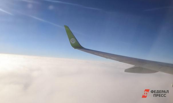 Неадекватную пассажирку рейса Ларнака – Санкт-Петербург вывели из самолета с криками и аплодисментами