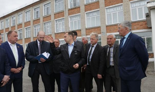 Школу и больницу в селе Целинном приведут в порядок
