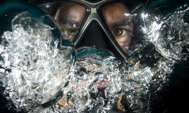 Дайвера затянуло под воду в бассейне Сургута