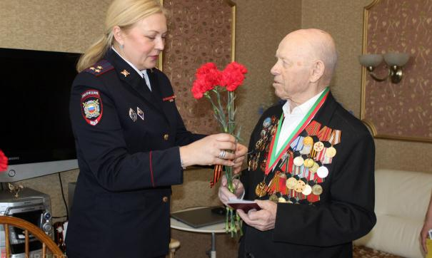 На Урале ветерану ВОВ вручили паспорт гражданина России