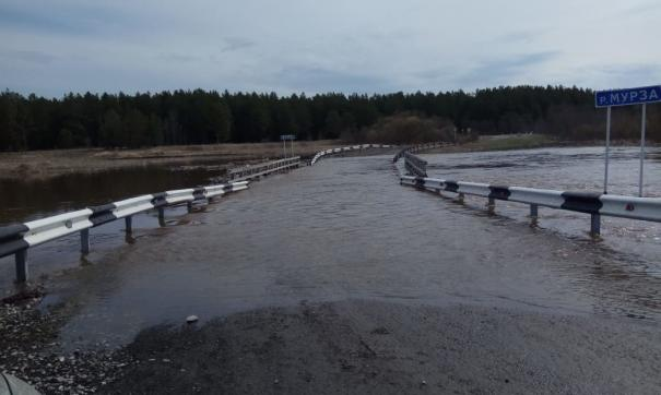 В Ирбитском районе вновь оказался подтоплен мост через реку Мурза.