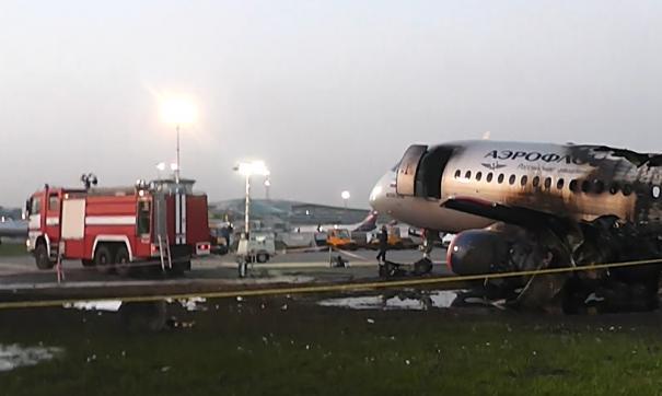 Самолет зашел на посадку с полными баками топлива