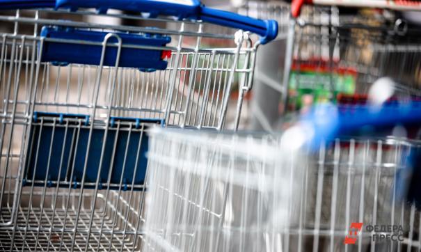 Большинство товаров реализуются через крупные торговые сети
