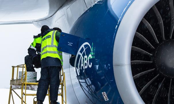 Сейчас самолет остается в красноярском аэропорту
