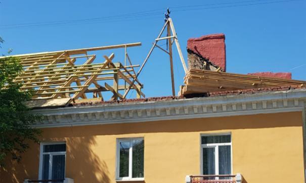 В некоторых населенных пунктах годами приходится копить деньги на ремонт крыш