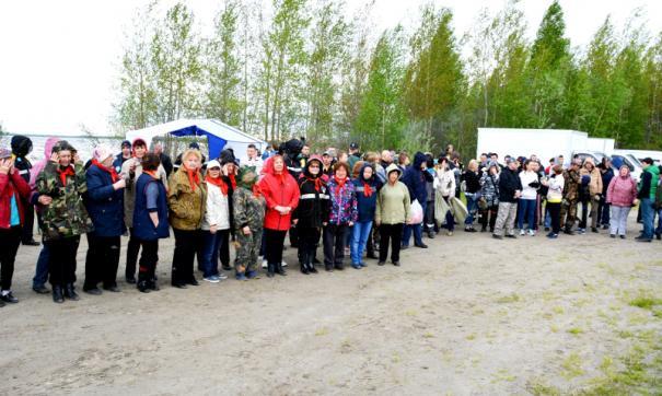 Главные силы участников экологической акции были брошены на уборку береговой полосы озера