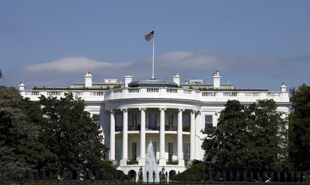 В США мужчина попытался проникнуть на территорию Белого дома и поплатился арестом