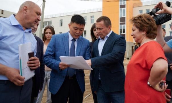 Мэр Иркутска оценил ход строительства и ремонта городских школ