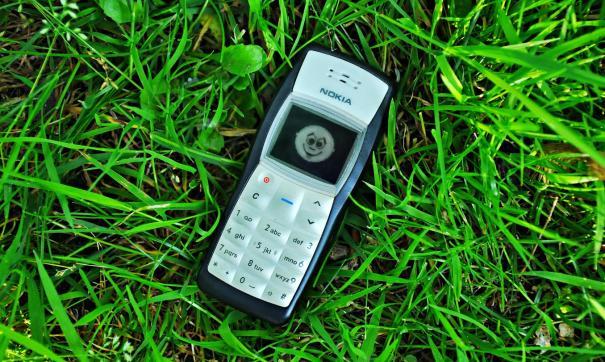 По всей Видимости, у Волкова есть два специальных старых телефона для нахождения под арестом
