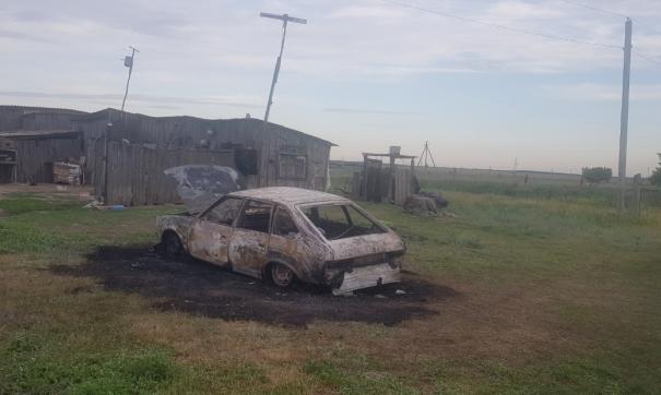 Мужчина сгорел в машине после хлопка газового баллона в Саратовской области