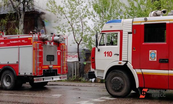 На место происшествия незамедлительно выехали пожарные подразделения