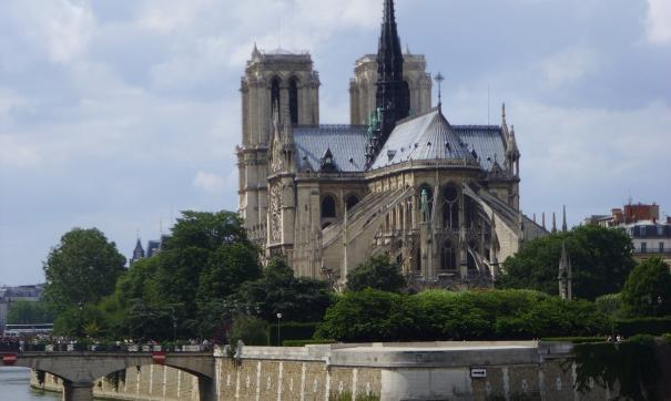 На богослужении в Соборе Парижской Богоматери смогли присутствовать всего 30 человек.