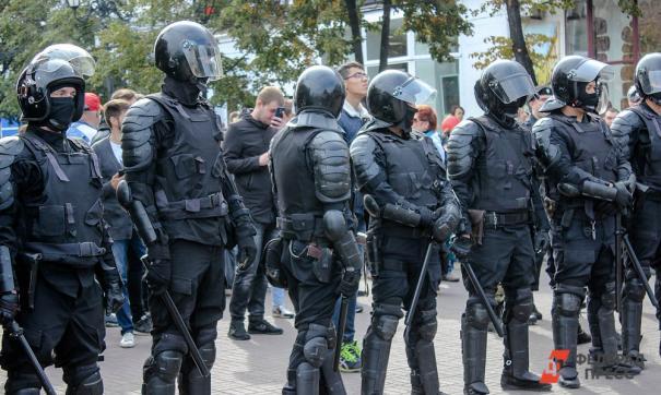 Несколько тысяч человек вернулись на проспект Руставели и площадь перед парламентом.