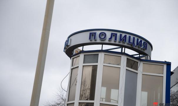 В Петербурге нашли младенца в кустах во дворе