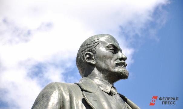 Матом по вождю: житель Владивостока испохабил памятник Ленину