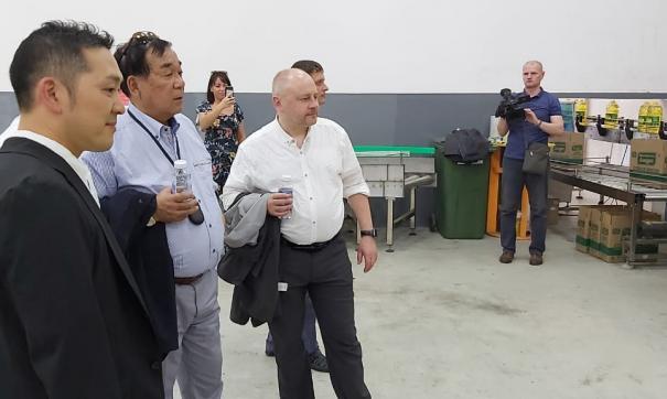 Японские партнеры приехали лично проследить за отгрузкой продукции