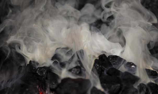 Жители жалуются на запах горелого угля