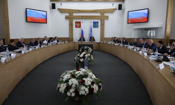 На заседаниях обсуждаются самые актуальные для сибирских регионов вопросы