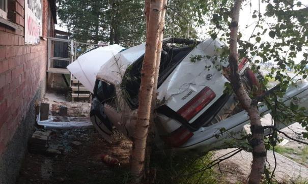 Водитель и пассажир транспортного средства получили травмы