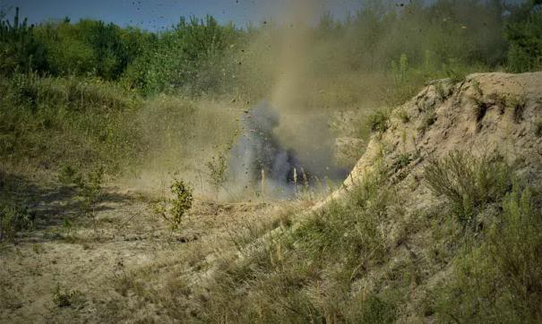 Военнослужащие продолжают собирать боеприпасы и уничтожать их