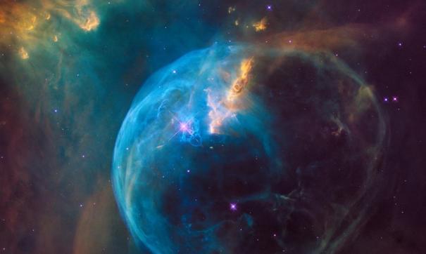 Луна молодой планеты развивается в газопылевом облаке