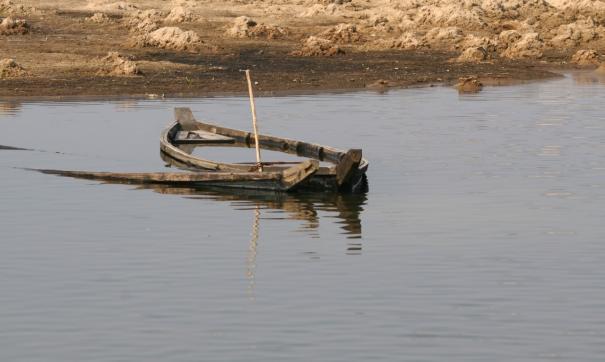 Лодка с пятью людьми перевернулась на Чукотке