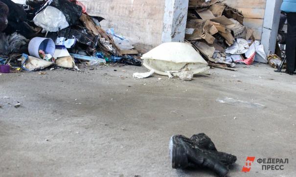 Скопились горы мусора в центре города