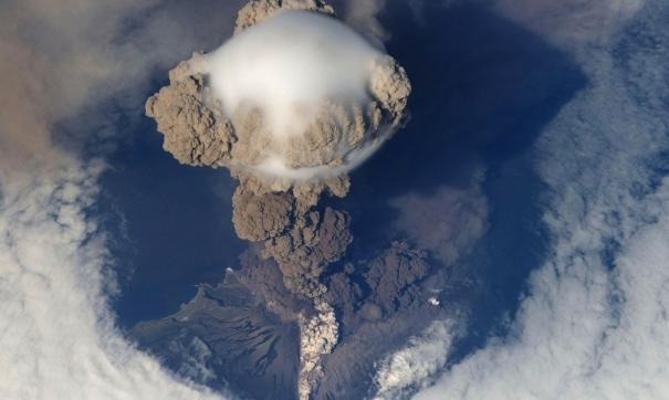 На Камчатке произошли землетрясение и извержение одновременно