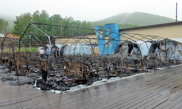 Производитель палаток рассказал, почему огонь так быстро уничтожил «Холдоми»