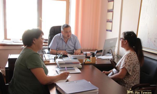 В Якутии народный депутат провел личный прием