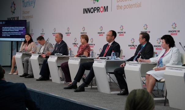 Участники дискуссии на «Иннопроме» обсудили проблему оттока молодежи
