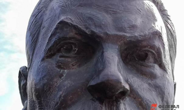 Установка памятников Сталину на госземлях противоречит официальному политическому курсу страны, считают в СПЧ