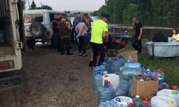 Волонтеры в зоне наводнения в Приангарье
