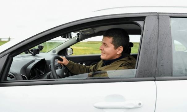 Губернатор Ямала с начала недели за рулем белой «Лады Xray» осматривает территории