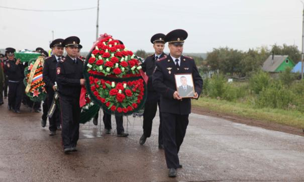 Прощание с погибшим полицейским