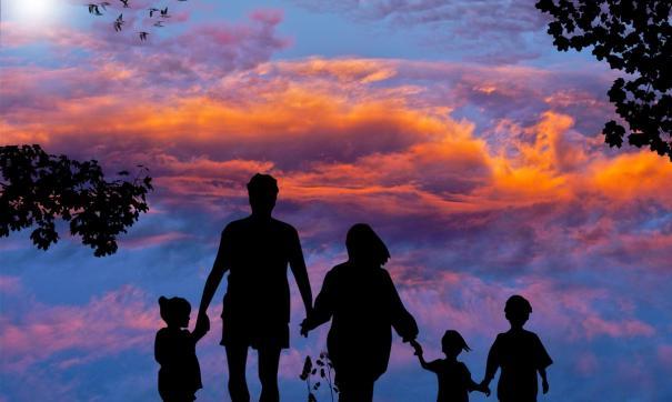 В Минтруда подробно рассказали о господдержке семей с детьми