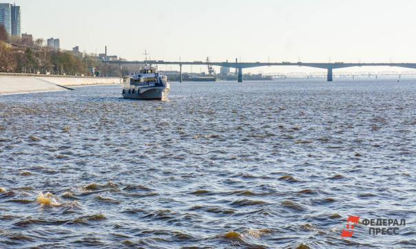 Двое пьяных петербуржцев не справились с управлением катера и получили травмы