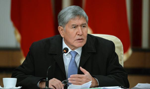 По словам Атамбаева, у его сторонников даже рогаток не было