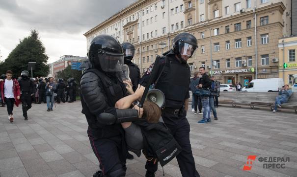 У Подкопаева обнаружили ножи, молоток, противогаз и перцовый баллончик