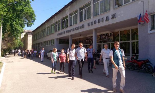 Памятный знак жертвам трагедии в политехническом колледже в Керчи откроют 2 сентября