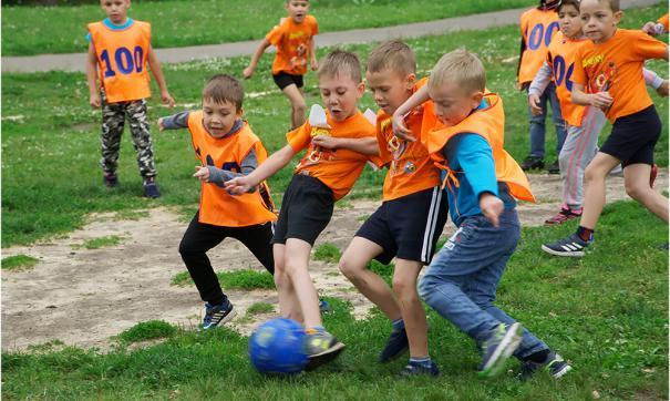 В футбол сыграли команды 13 детских садов