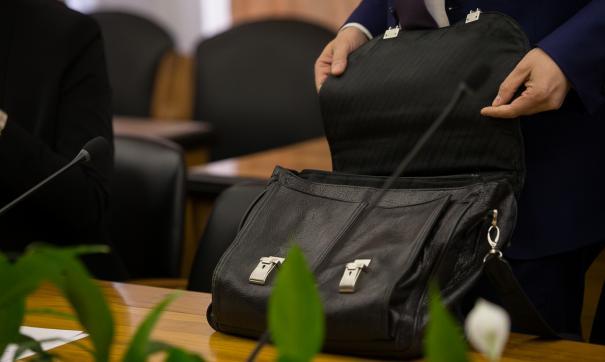 Стали известны самые опасные для спины сумки