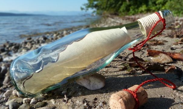 Житель Аляски нашел в море бутылку с посланием из Владивостока