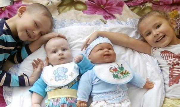 Каждый месяц семьи с низким доходом будут получать около 14,5 тысячи рублей