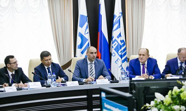 «Газпром» и правительство Оренбургской области обсудили проблему расширения произовдства